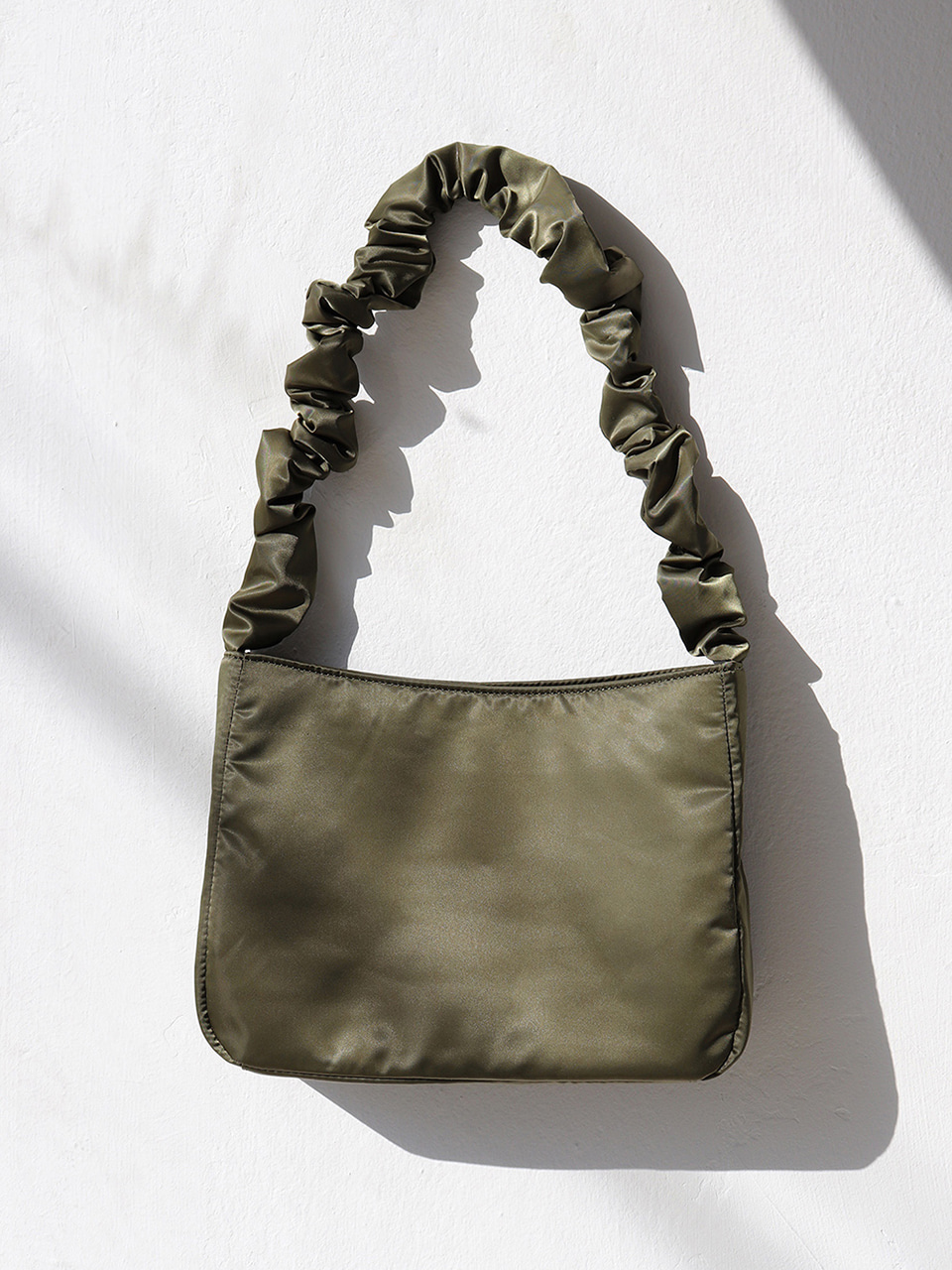 [바로배송] shirring shoulder bag - khaki