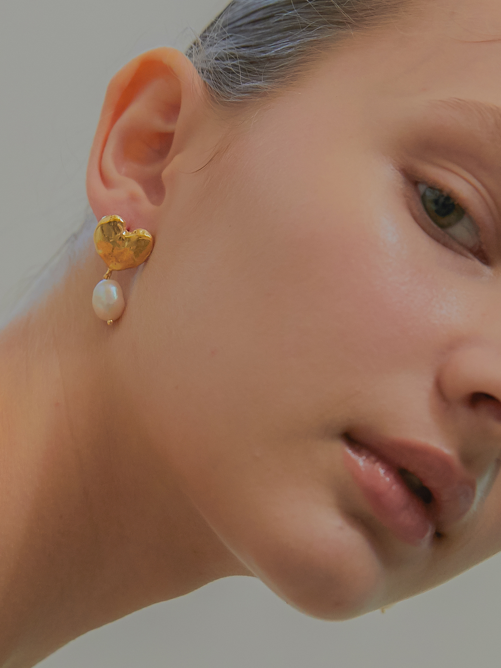 volume love pearl earring