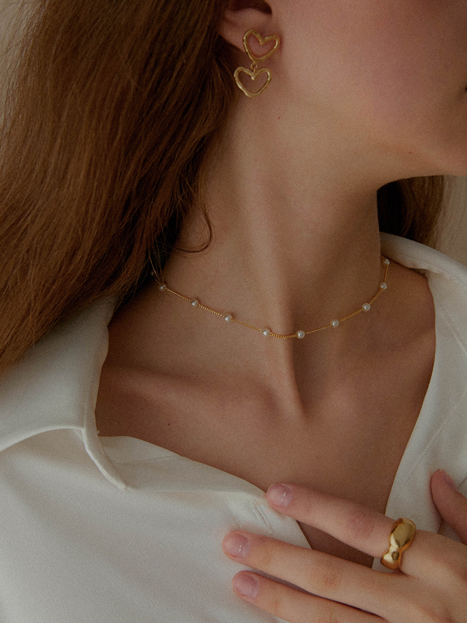 thin pearl necklace (choker)