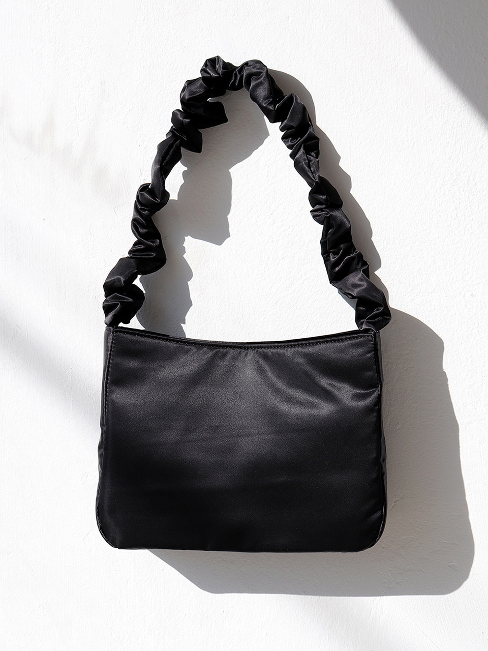 shirring shoulder bag - black